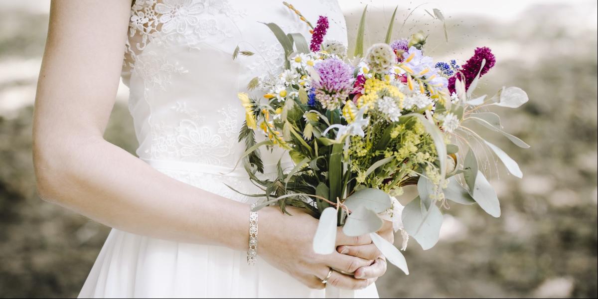 ¿Qué flores elegir para un ramo de novia de verano? 6 tendencias top