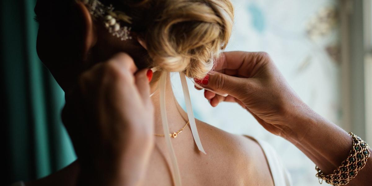 Peinados ideales para novias bajitas: claves para estilizar tu figura